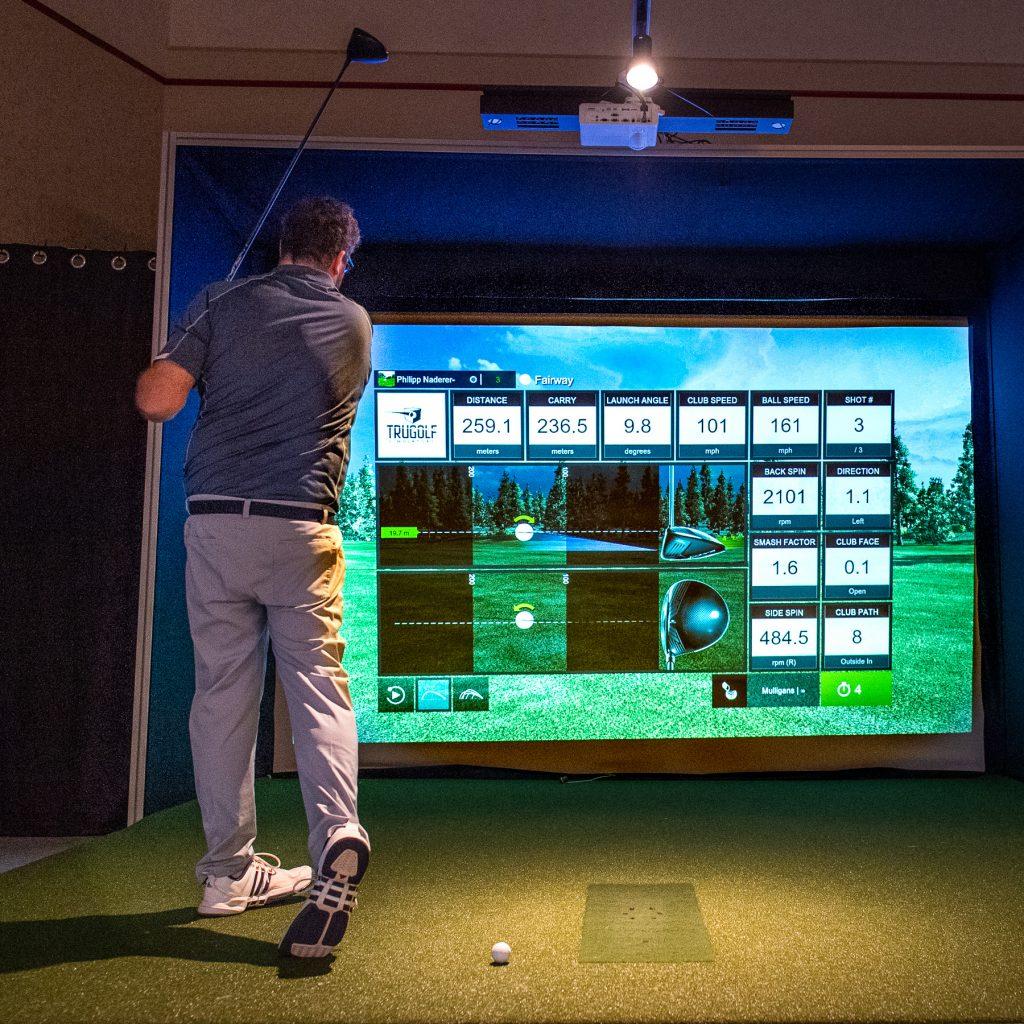 Spielen im Golfsimulator